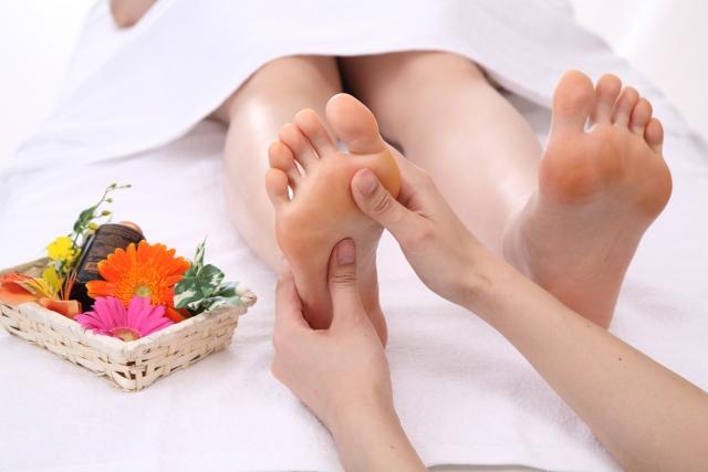 feet リフレクソロジーの目的と効果。
